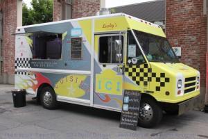 Montreal Food Trucks - Lucky's Food Truck